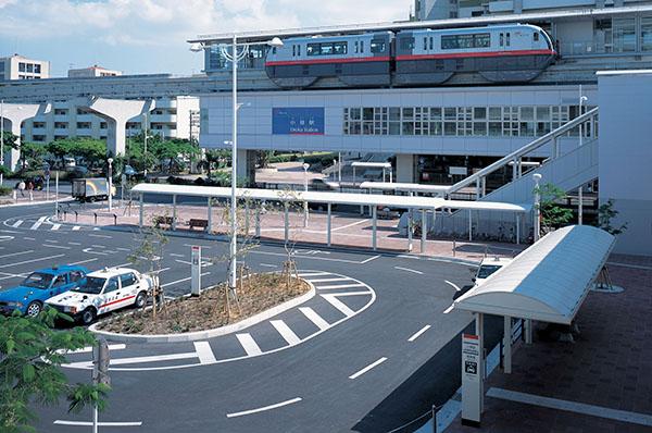 沖縄都市モノレール小禄駅前1