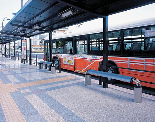 つくばエクスプレス六町駅前広場バス停