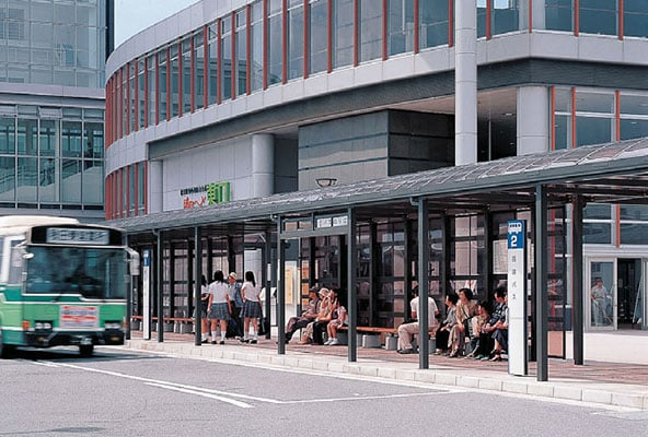 JR秋田駅東口駅前広場4