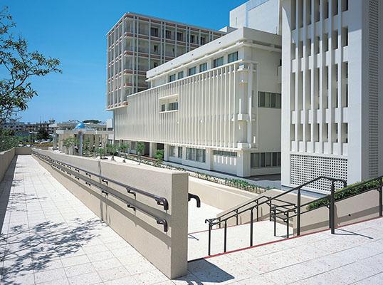 沖縄県立南部医療センター・こども医療センター1