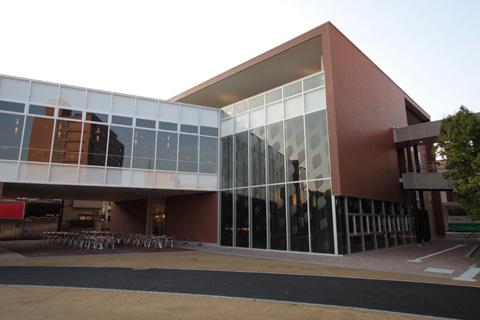 大阪国際大学・短期大学部食堂棟1