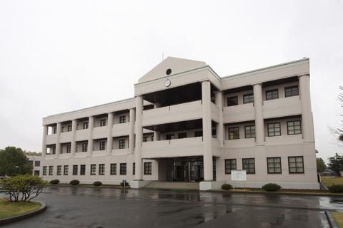 関東学園大学 法学部1号館