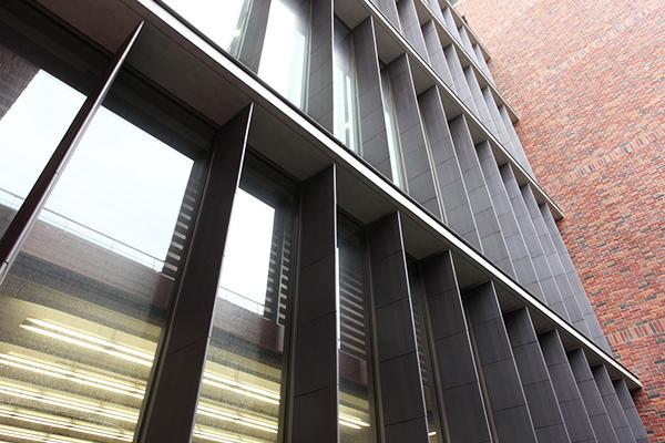 立教大学 ロイドホール(18号館)・池袋図書館(外観)3