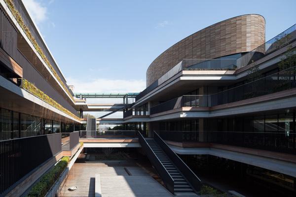 関西外国語大学 インターナショナルコミュニケーションセンター1