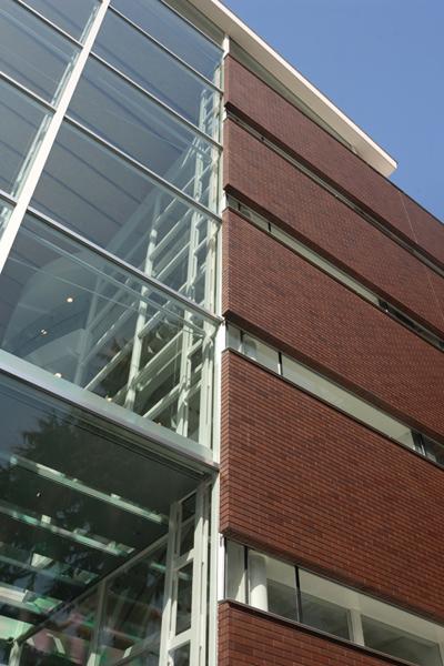 成蹊大学情報図書館棟1