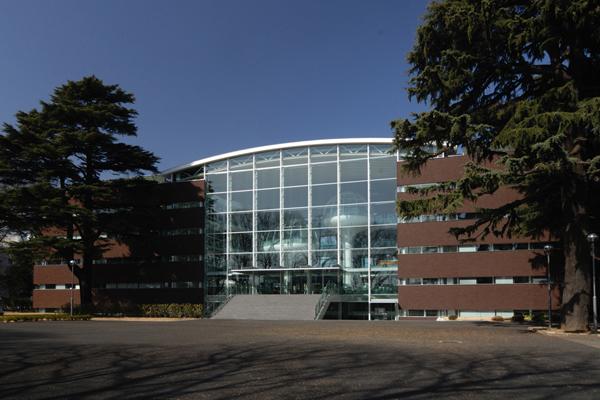 成蹊大学情報図書館棟2