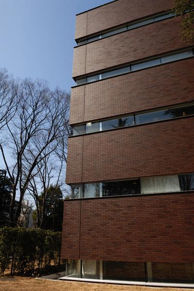 成蹊大学情報図書館棟3