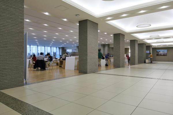 創価大学 中央教育棟 GLOBAL SQUARE1
