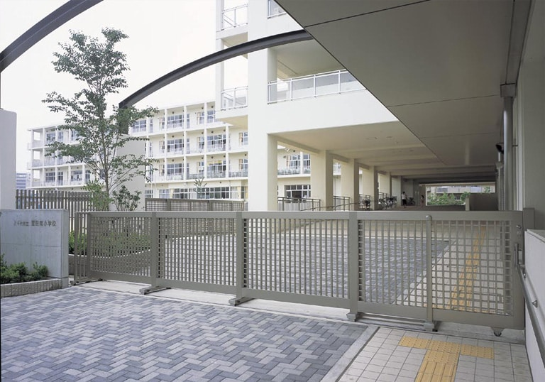 八千代市立萱田南小学校・生涯学習施設1