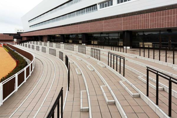 札幌競馬場スタンド7