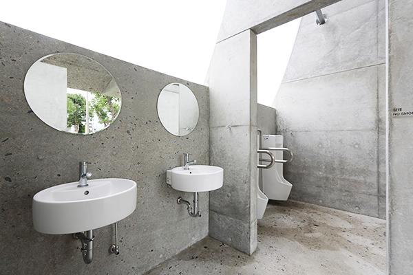 公共アートトイレ「石の島の石」1