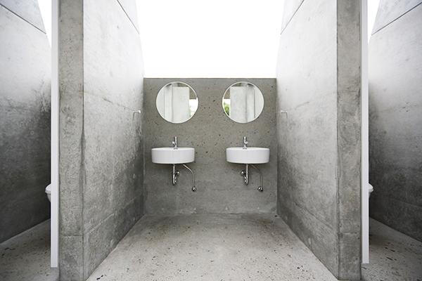 公共アートトイレ「石の島の石」3