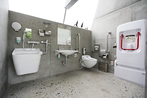 公共アートトイレ「石の島の石」4