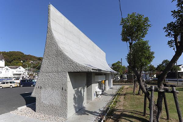 公共アートトイレ「石の島の石」5
