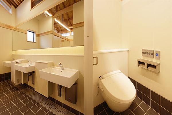嘉右衛門町伝統的建造物群保存地区拠点施設屋外トイレ1