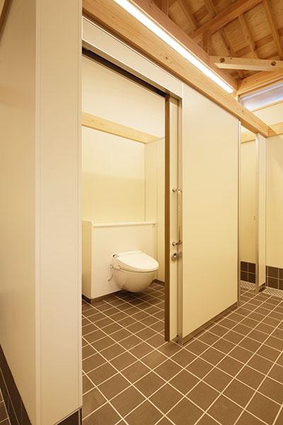 嘉右衛門町伝統的建造物群保存地区拠点施設屋外トイレ2