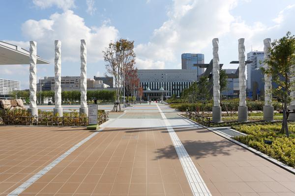 金沢駅前西口広場3