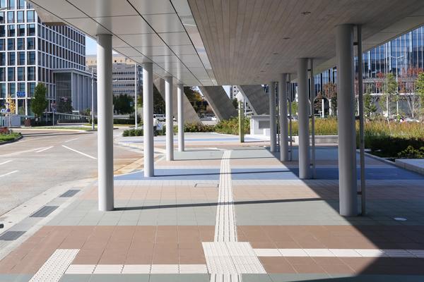 金沢駅前西口広場5