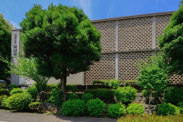 神奈川県立図書館1
