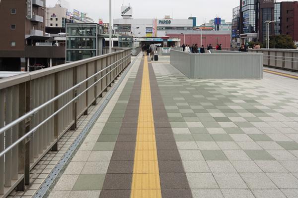 JR津田沼駅南口駅前広場ペデストリアンデッキ改良工事3