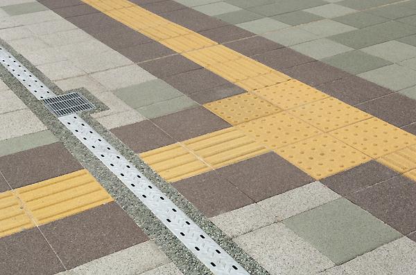 JR津田沼駅南口駅前広場ペデストリアンデッキ改良工事5