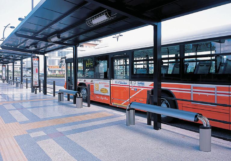 つくばエクスプレス 六町駅前広場バス停2