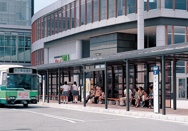 JR秋田駅東口駅前広場2