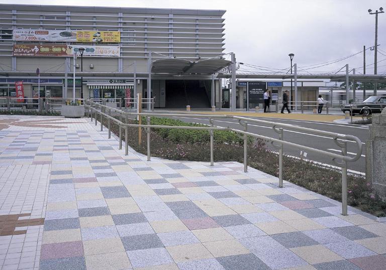 新飯塚駅駅前広場1
