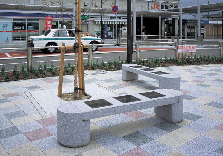 新飯塚駅駅前広場2