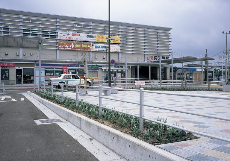 新飯塚駅駅前広場3