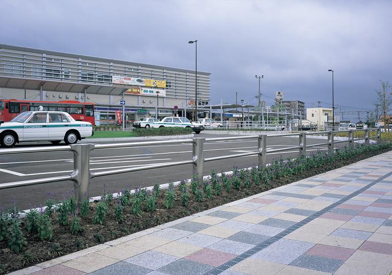新飯塚駅駅前広場4