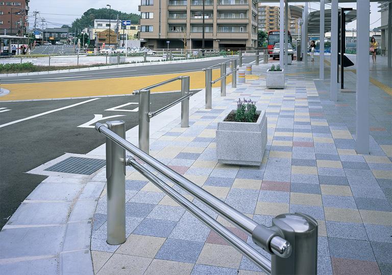 新飯塚駅駅前広場5